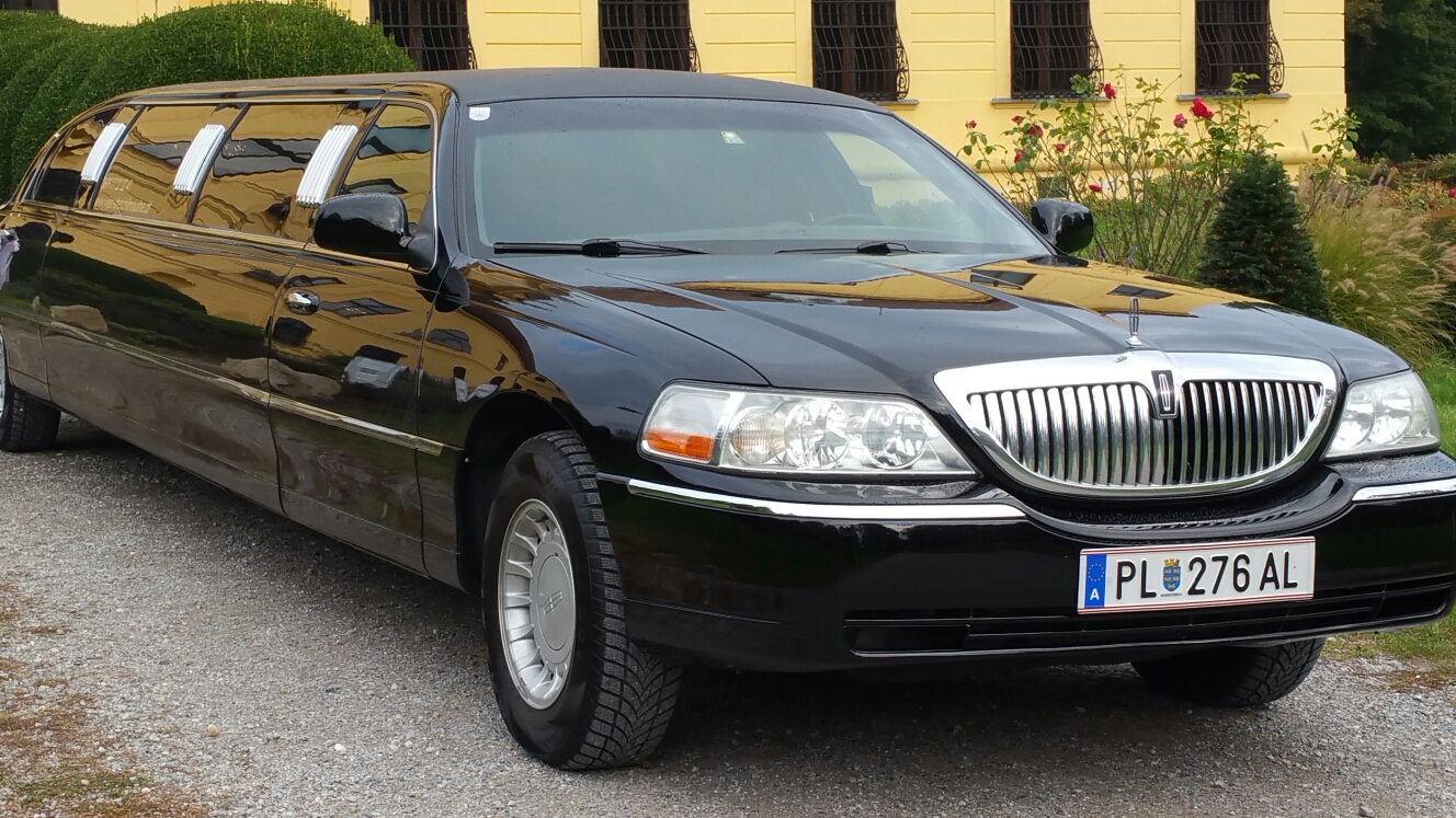 LINCOLN TOWN CAR ELITE BLACK